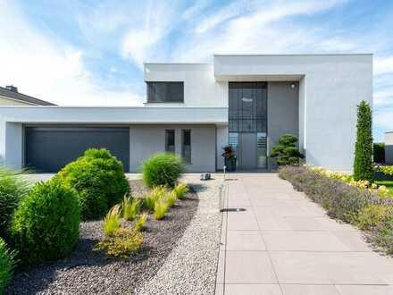 Moderne Luxusvilla: barrierefrei und mit hochwertigster Ausstattung!