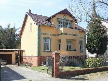 bezugsfrei: 4-Zimmer-Eigentumswohnung in Eichwalde, mit Garage und 602 m² Grundstücksanteil