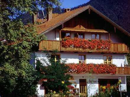 Günstige, geräumige und modernisierte 1-Zimmer-Ferienwohnung mit Balkon und Einbauküche in Lenggries