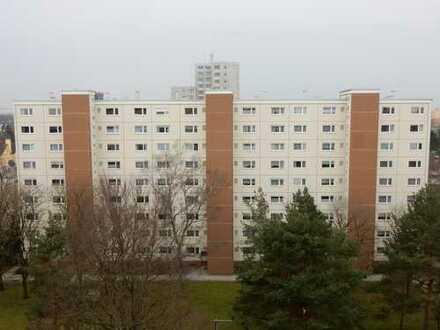 Komplett renovierte und modernisierte, lichthelle 3-Zimmer-Wohnung im obersten Stockwerk mit tollem