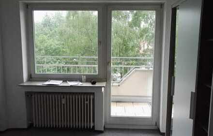 nette WG sucht neuen Mitbewohner, helles Zimmer mit eigenem Balkon