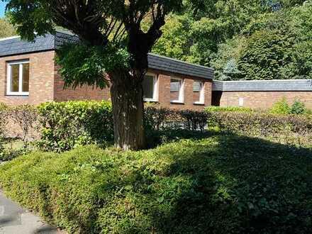 Hürth - Efferen, freistehender Bungalow in reinem Wohngebiet; Wohnen und Arbeiten unter einem Dach