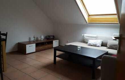 Gut gelegen, uninahe 3-Zimmer-Dachgeschosswohnung mit EBK in Blaustein