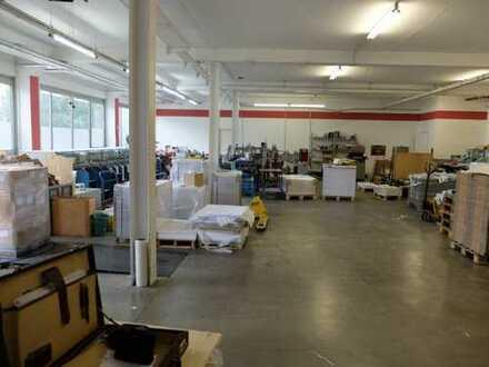 Trudering: 340 m² Werkhalle + 60 m² Büro, 100 m² Sozialräume und Lager. 5 KFZ-Stellplätze.