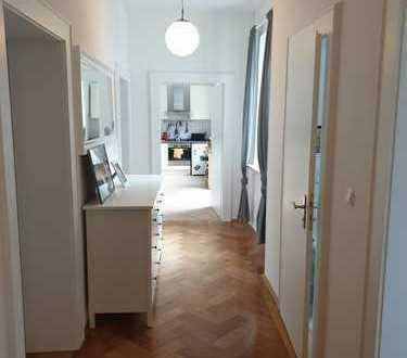 helle 3-Zimmer Altbauwohnung im Herzen von Schwabing