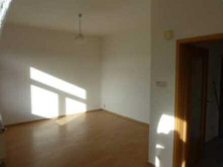 Günstige, modernisierte 2-Zimmer-Hochparterre-Wohnung zur Miete in Falkenstein/Vogtland