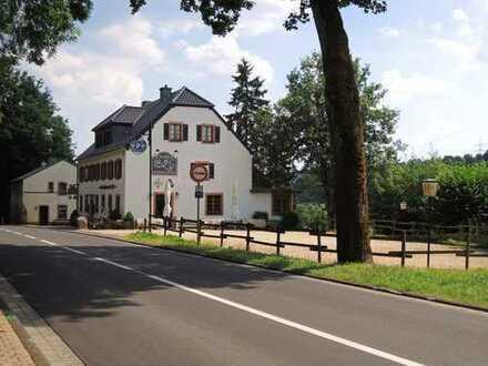 Uriges Gasthaus oder Wohnhaus für eine Großfamilie in Alleinlage in Kronenburg