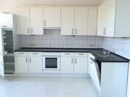 3-Zi.-Wohnung mit grosser Terrasse+Einbauküche, HDY: 0176-96907198 anrufen !!!!!!!!!!