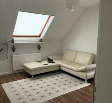 Sanierte 3-Zimmer-DG-Wohnung mit Balkon in Frankfurt am Main