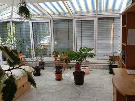 Schöne Wohnung mit Wintergarten - 950 €, 100 m², 4 Zimmer