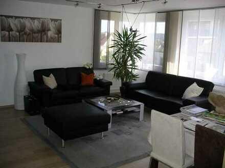 Schöne 2-Zimmer Wohnung (Bj. 2005) mit EBK, Tageslicht-Bad, großer Terrasse + Garage von privat