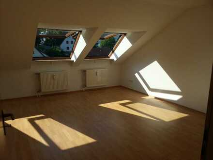 Exklusive, gepflegte 1,5-Zimmer-Dachgeschosswohnung mit französischem Balkon in Happurg