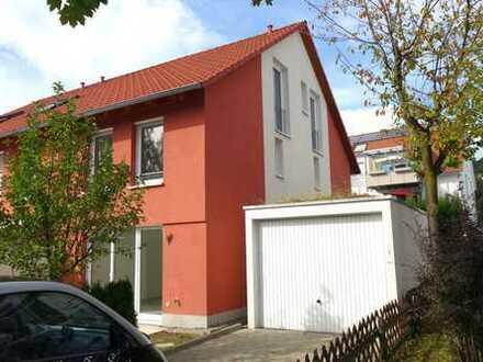 Familientraum Reiheneckhaus 136 m²WF, 5Zi,2 Bädern,EBK,Sonnenterrasse,Garten,Garage,Stellplätzen,HWR