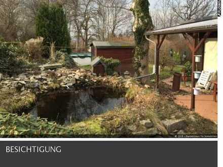gepflegtes Grundstück mit Gartenhaus
