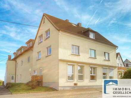 Hübsche Dachgeschosswohnung in schöner Wohnanlage in direkter Ortsmitte