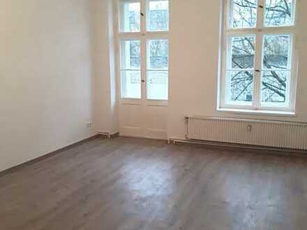 *Helle, renovierte 2-Zimmer-Wohnung mit Balkon*Wannenbad*