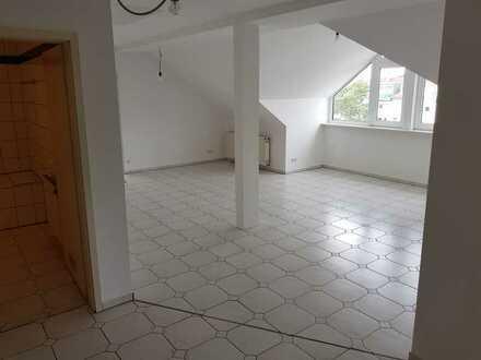 Modernisierte Wohnung mit drei Zimmern in 76149, Karlsruhe