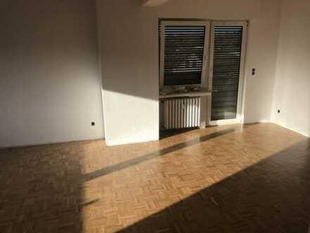 Modernisierte 4-Zimmer-DG-Wohnung mit Balkon in Wachtberg