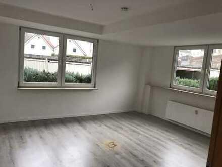 Frisch renovierte 3-Zimmer EG-Wohnung mit Abstellraum und Terrasse