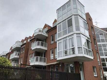 Toll gelegene 2-Zimmerwohnung mit Tiefgaragenstellplatz und Blick ins Grüne in begehrter Wohnlage