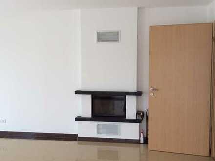 Exklusive, neuwertige 3-Zimmer-Wohnung mit Balkon und EBK in Dietzenbach