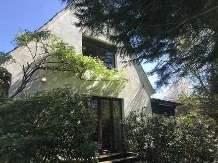 Kleine Dachgeschosswohnung mit Gartennutzung