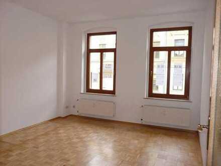 2-Zimmerwohnung mit Balkon / Parkettboden