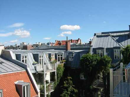 Großzügige, helle DG-Wohnung im saniertem Altbau mit Panoramabalkon
