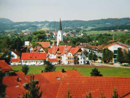 Helle 2-Zimmer-Wohnung mit Balkon, Bergsicht in Durach