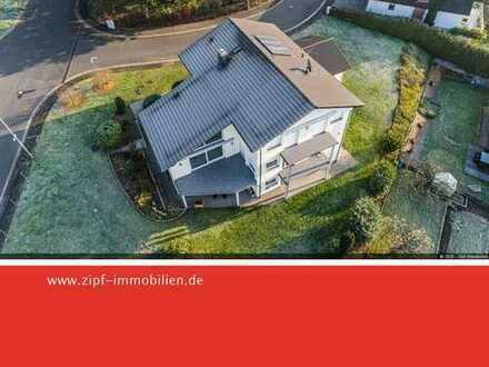 **Einfamilienwohnhaus mit Einliegerwohnung in bevorzugter Wohnlage mit schönem Fernblick**