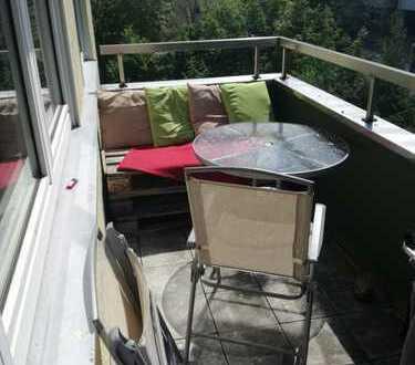 Möbliertes Zimmer in ruhiger Innstadtlage mit sonnengeflutetem Balkon