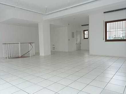 *** Hervorragende Lauflage! Renovierte Büro-/Praxisfläche direkt auf der Einkaufsmeile! ***