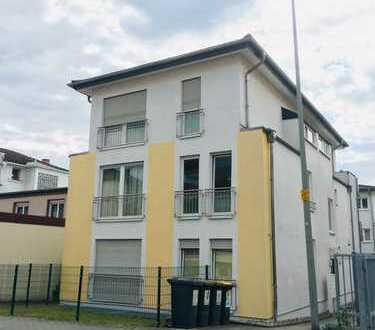 Stilvolle, neuwertige 4-Zimmer-Wohnung mit Balkon und Einbauküche in Frankfurt am Main