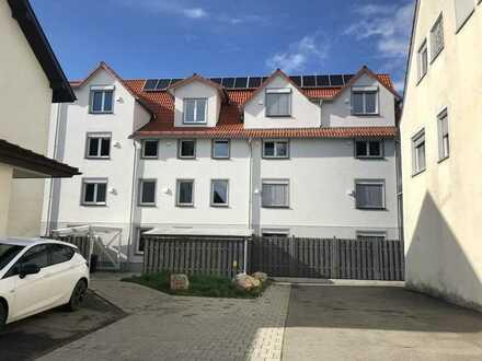 Neuwertige 1-Zimmer-Wohnung mit Balkon und Einbauküche in Langenenslingen