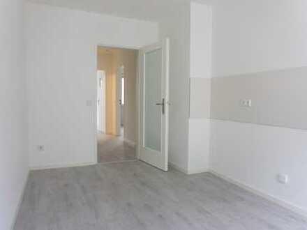 Erstbezug nach Sanierung: schöne 3-Zimmer-Wohnung mit EBK opt. und Balkon in Ludwigshafen am Rhein