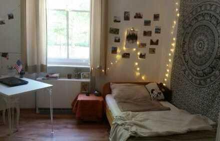 Schönes Zimmer in gemütlicher 2er-WG zur Zwischenmiete