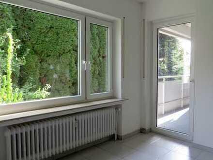 Schöne Souterrain-Wohnung mit Balkon sucht ruhige, gern ältere Nachmieter