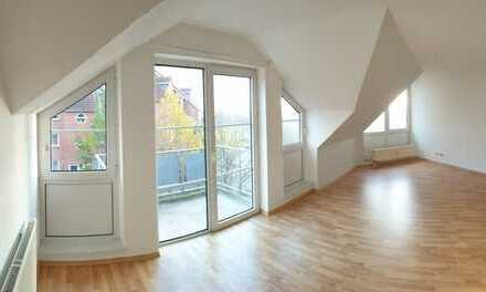 ⭐⭐⭐⭐⭐ im DG gelegene 3,0 Raumwohnung mit Laminatboden, Teppich im DG,Balkon, AR, Stellplatz um.