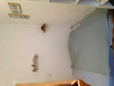 Big, cozy and fully furnished room in an Altbau in the heart of Neukölln