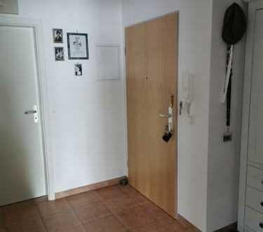 Schöne Zwei Zimmer Wohnung incl. Einzelgarage und privat PKW Stellplatz in Hallbergmoos / Nähe Flugh
