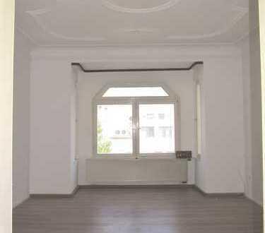 Schwabach: zentrumsnahe 4,5-Zi.-Altbau-Whg, ca. 120 m², neue Laminatböden, 1.OG ohne Aufzug