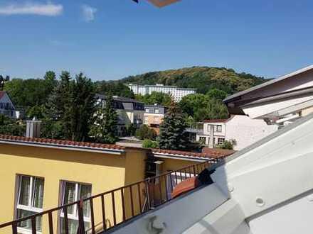 Gehobene Ausstattung: Moderne, lichtdurchflutete 2-Zimmer-Dachgeschosswohnung, BJ 2016