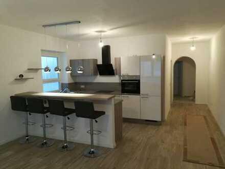 Erstbezug nach Sanierung mit EBK: exklusive 2-Zimmer-EG-Wohnung in Wettstetten