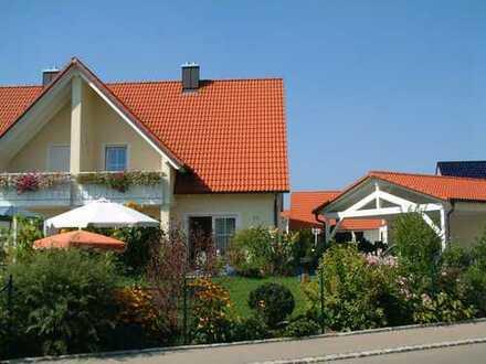 Schönes Haus mit sechs Zimmern, Ga + Carport in Kreis GZ, Ichenhausen