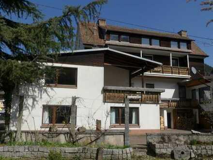 Appartementhaus mit 2 vermieteten Gewerbeeinheiten in Münstertal