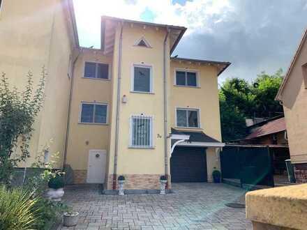 Neuwertiges Haus mit 4-5 Zimmern und Einbauküche in Nidderau, Nidderau