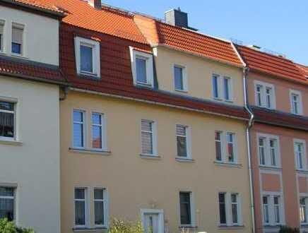 **Hier bleibt kein Wunsch unerfüllt! Einbauküche, Wanne und Balkon - sonnige 3-RW in Bischofswerda