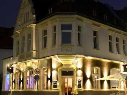 Jugendstilvilla mit Restaurant in gehobener Ausstattung, Außengastronomie und Wohnung
