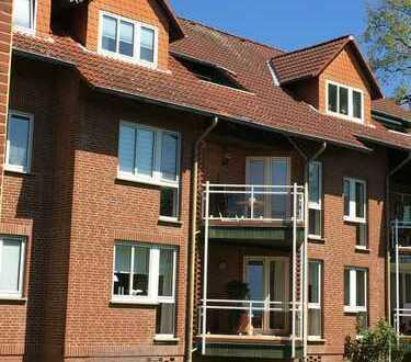 Vollausstattung: Möblierte 1-Zimmer-Dachgeschoß-Wohnung + Balkon & Keller optional PKW-Stellplatz