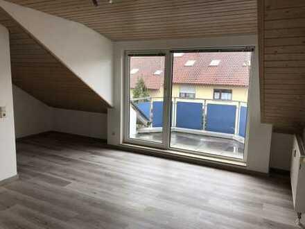 Stilvolle 1-Zimmer-Dachgeschosswohnung mit Balkon und EBK in Balingen
